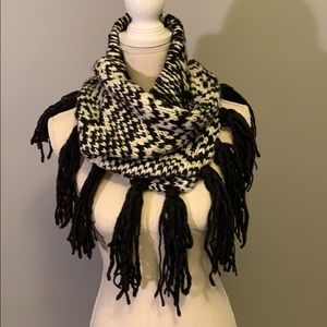 Gray and cream heavy knit muffler scarf. GUC